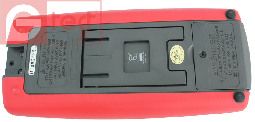 UT71C вид на батарейный отсек. питание мультиметра от 9В батареи